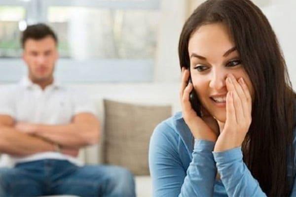 bukti selingkuh dari pasangan yang tak disadari