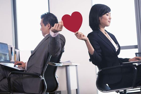 hubungan cinta dengan teman kantor